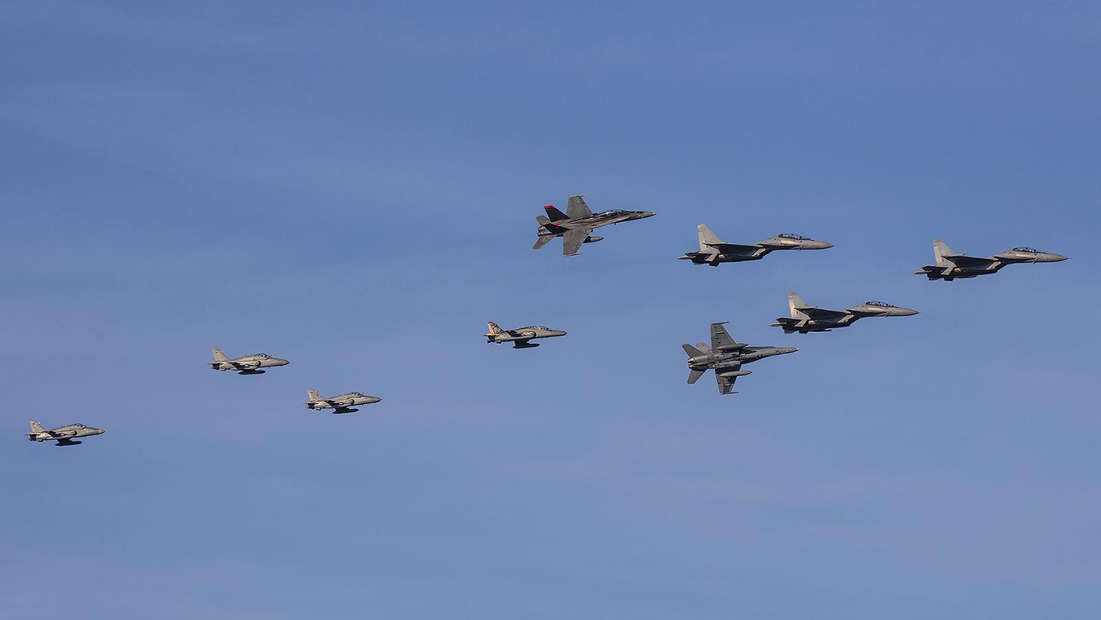 Sowie hier, als sich alle drei Combat Aircrafts der TUDM in einer Formation präsentieren.