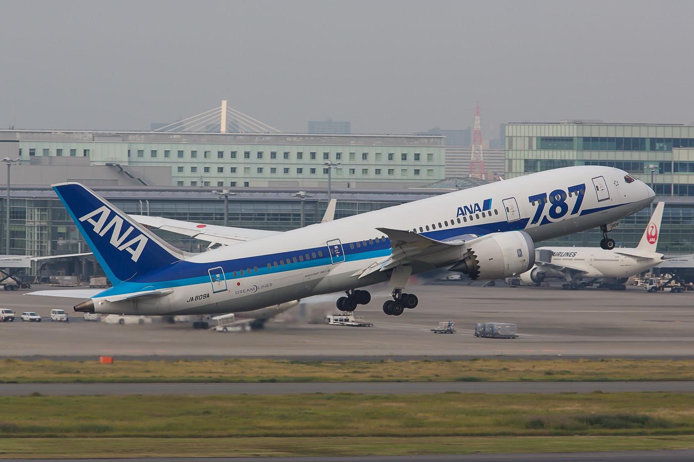 Ein weiterer 787-8 der ANA beim Start in Haneda.
