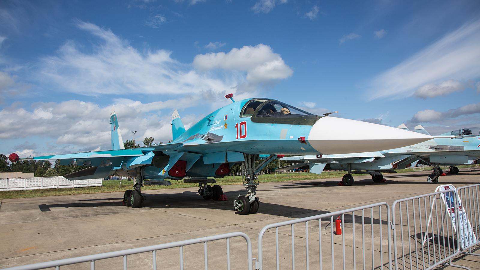 Nochmals die Su-34, hier mit Sonne.