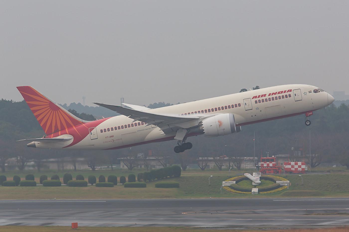 Auch die Air India steuert Tokyo mit dem Dreamliner an.