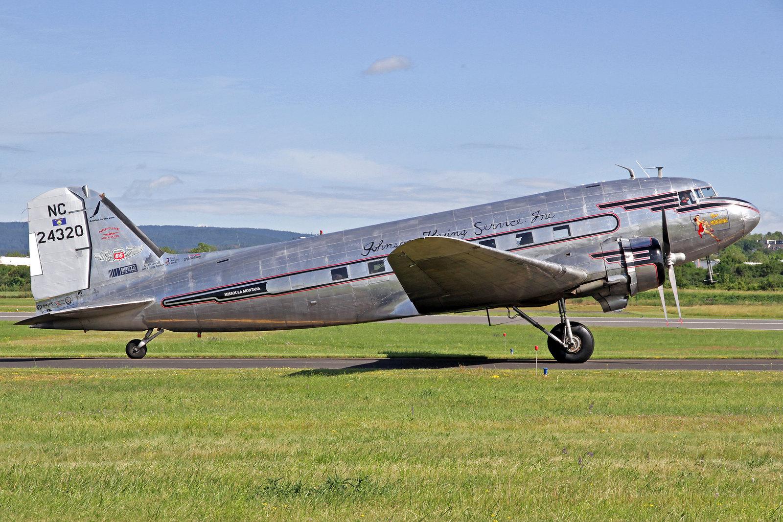 """N24320 - """"Miss Montana"""" wurde als eine C-47A-90-DL im Jahre 1943 gebaut und danach mit der Kennung 43-15731 an die United States Army Air Force ausgeliefert. Im Jahre 1946 wurde sie vom Johnson Flying Service mit der zivilen Kennung NC24320 übernommen."""