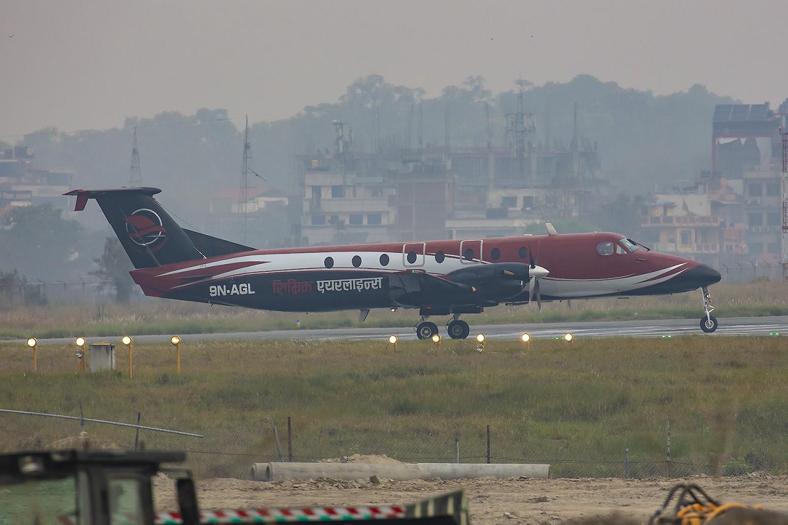 Beech 1900C der Simrik Air.