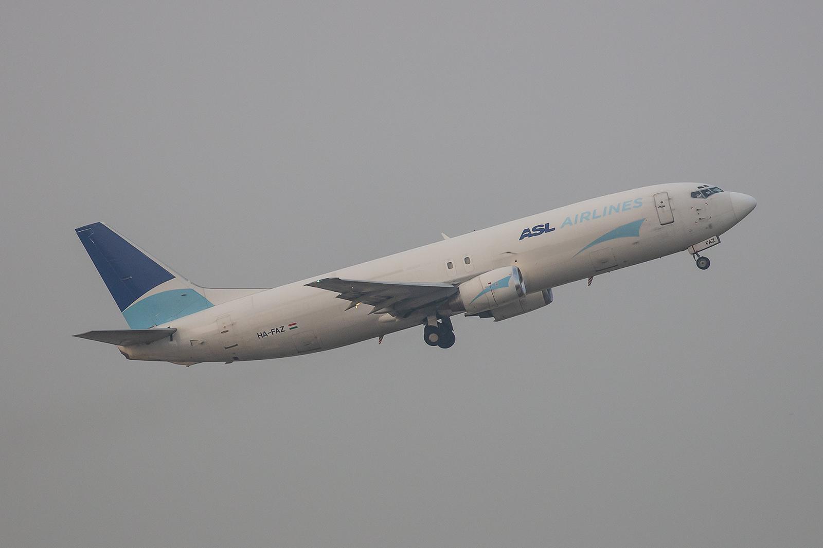 ASL Hungary betreibt diese ehemalige Qantas-737 als Frachter im Auftrag des DHL.