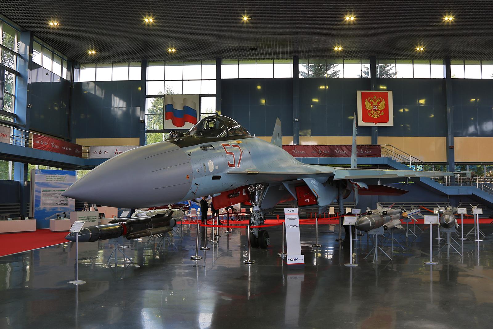 Sukhoi Su-35C mit ihrer Waffenpalette