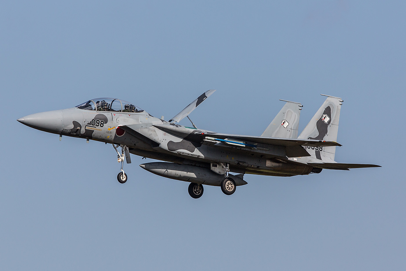 Sehr interessant auch die 92-8098 in einer grauen Camouflage, sie ist die letzte für Japan gebaute F-15DJ.