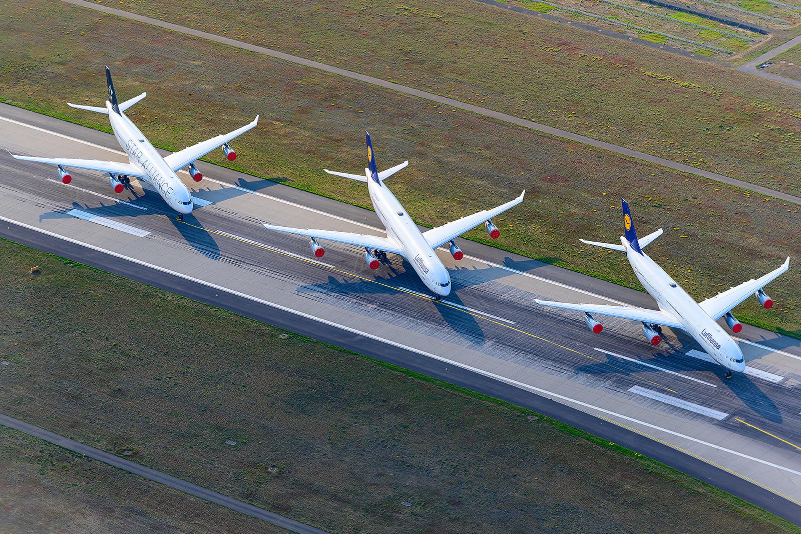 Geparkte A340 auf der Landebahn Nordwest