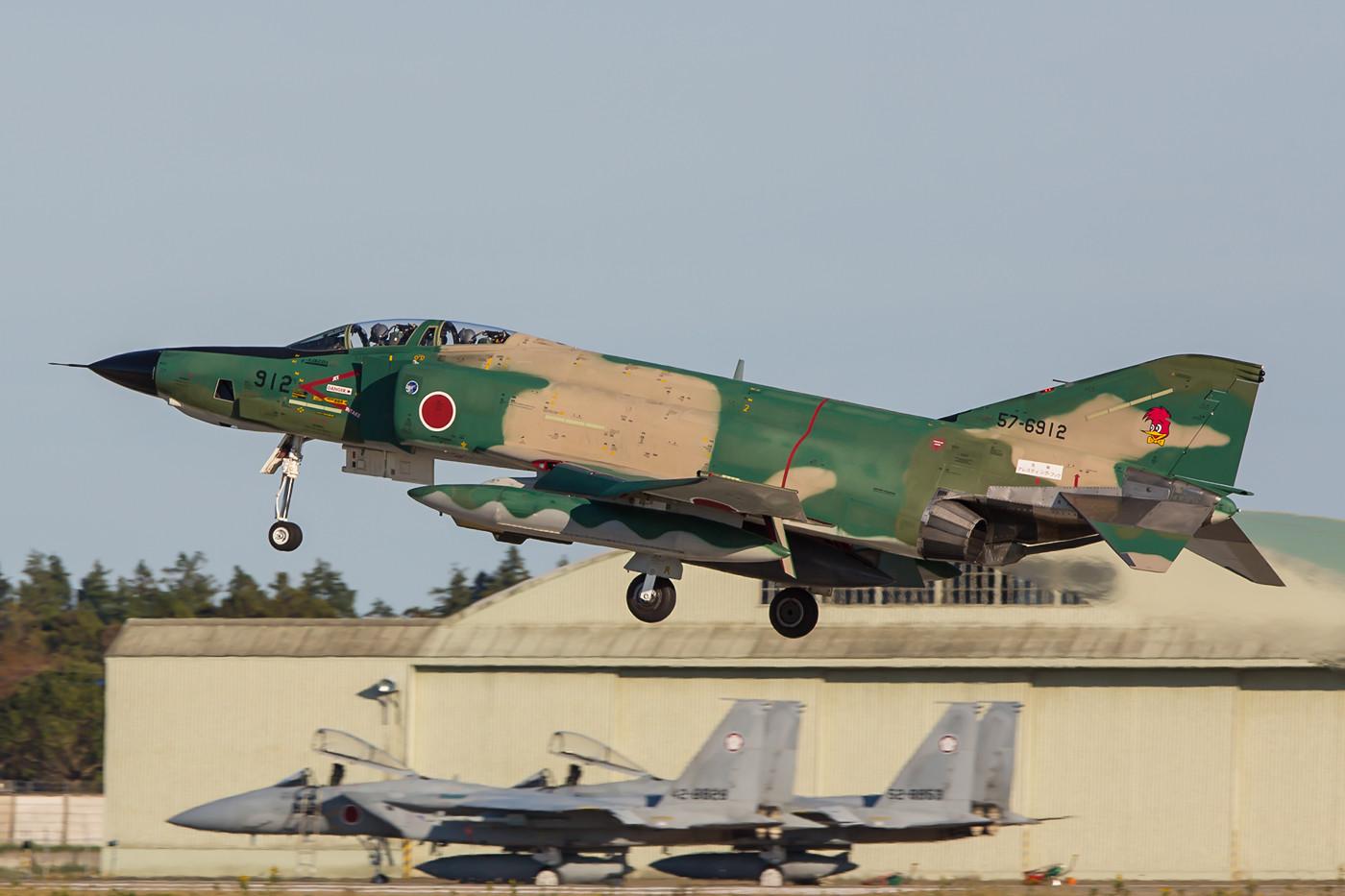 Hinter dieser landenen RF-4EJ Kai stehen die Maschinen der QRA.