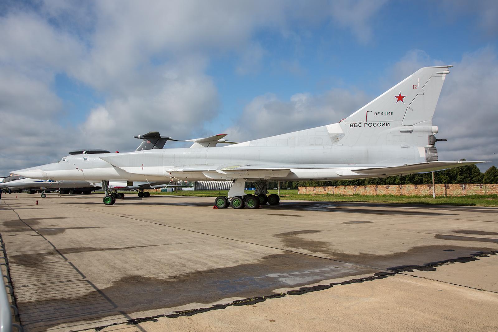 Sehr beeindruckend ist die Silhouette der Tupolev Tu-22.