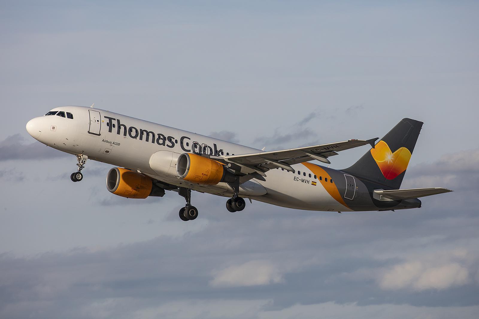 Die EC-MVH der Thoams Cook Balearic fliegt hier im Auftrag der Condor. Die Maschine flog vormals für Air Malta und Monarch Air, sowie für die chilenische Sky Airlines.