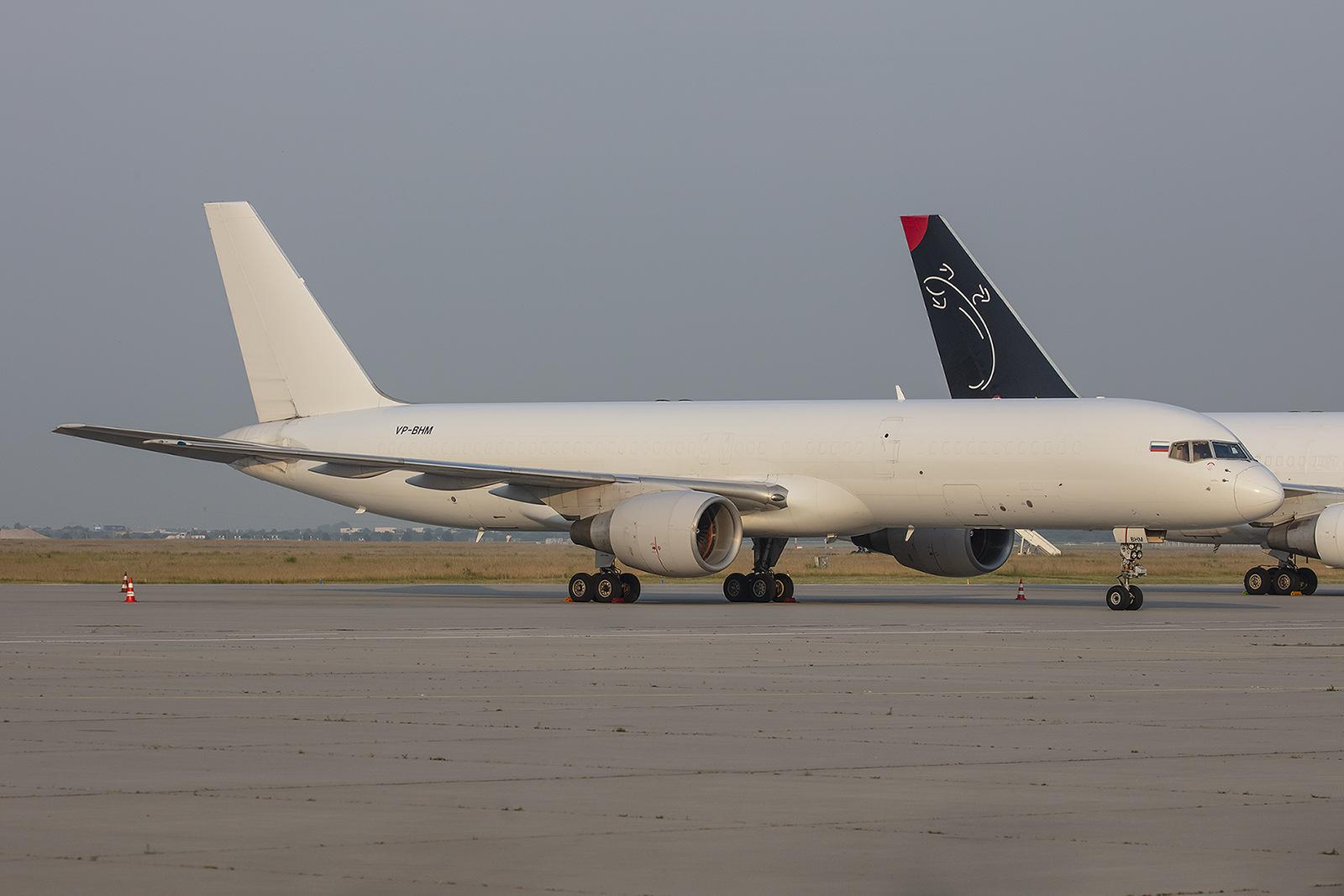 Die zweite Überraschung war diese ehemalige United Boeing 757. Sie ist die einzige MAschine der E-Cargo aus Russland.