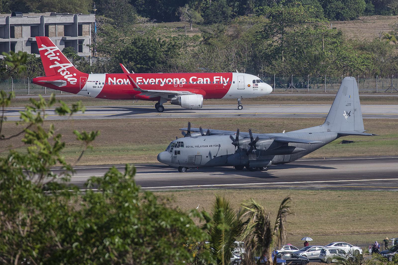 Auf der Airbase in Subang bei Kuala Lumpur sind noch viele C-130 Hercules stationiert.