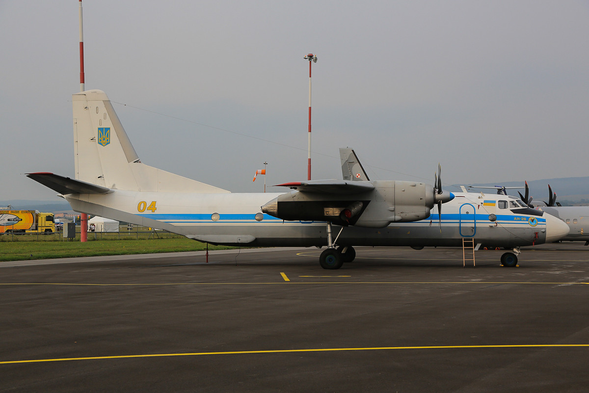 """Treuer Begleiter der Ukrainer in diesem Sommer war die AN-26 """"04-blau"""""""