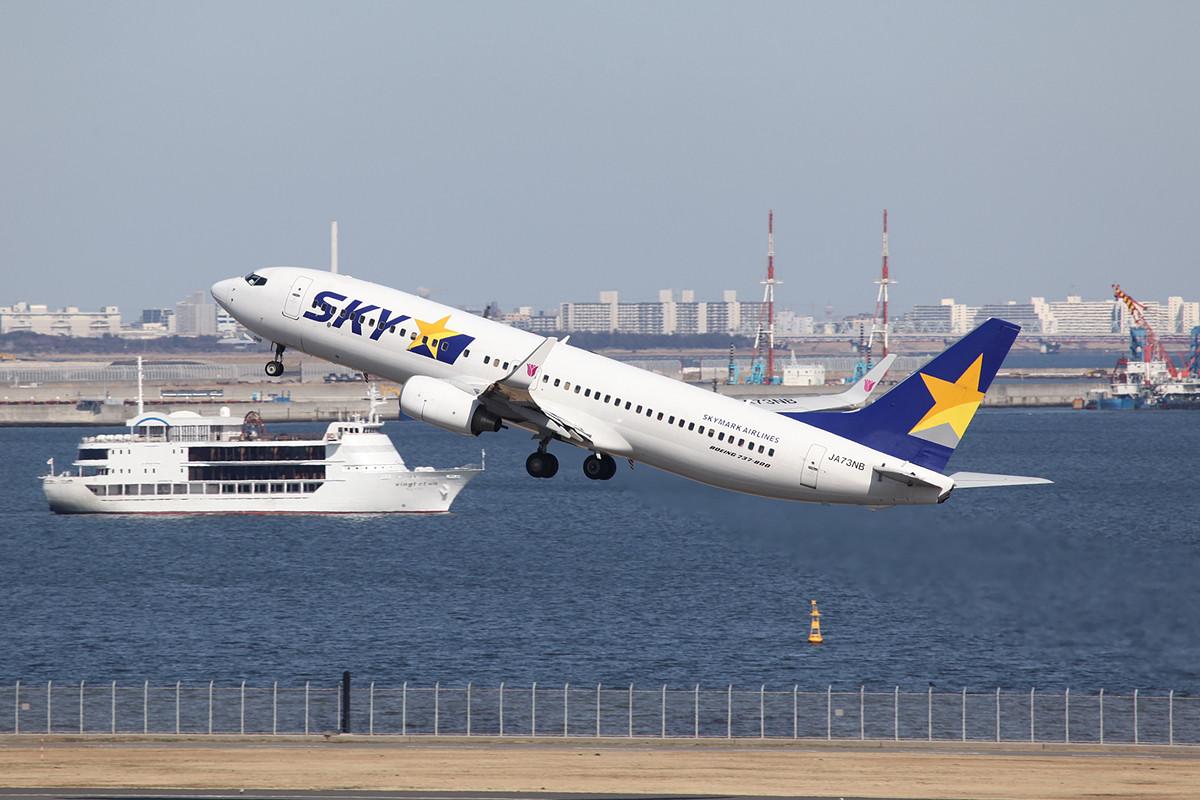 Boeing 737-8020 der Skymark.