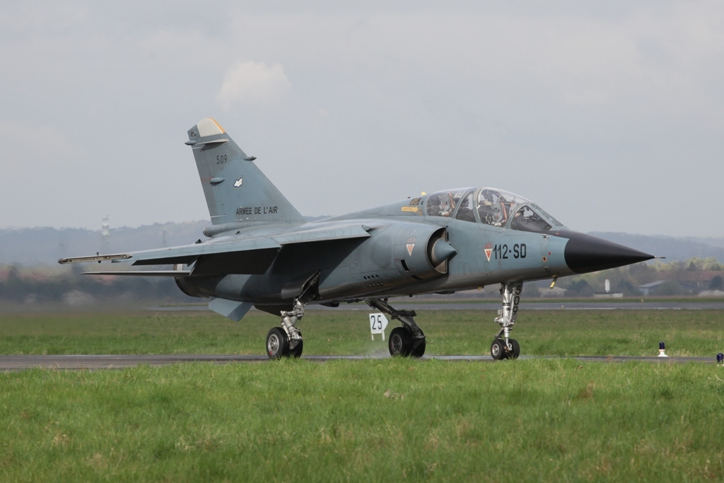 Auf dem Weg zu einer Trainingsmission ist diese Mirage F-1B
