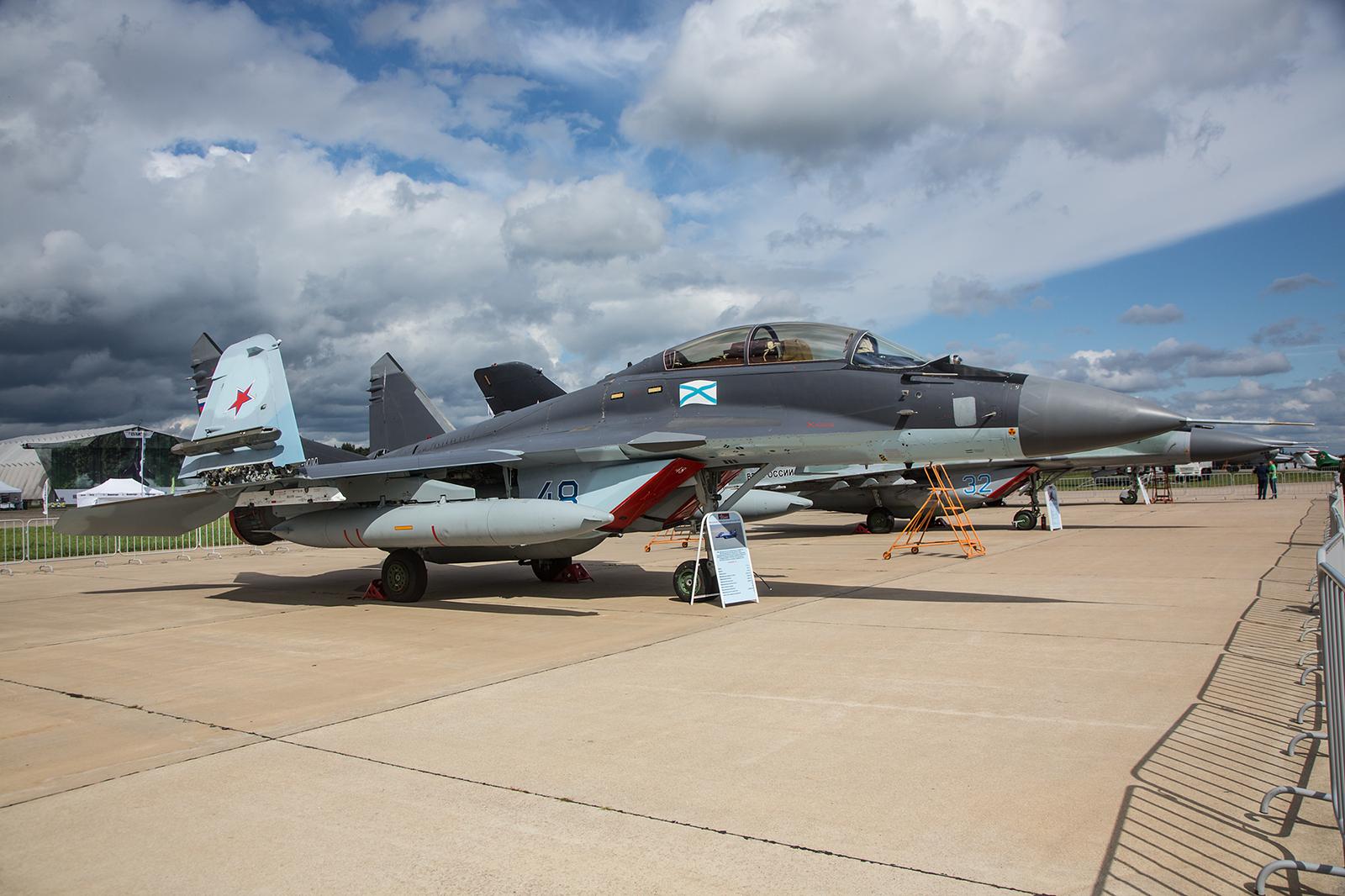"""Die Tragflächen der MiG-29K sind klappbar um auf dem engen Deck der """"Admiral Kusnezow"""" besser monövrieren zu können."""