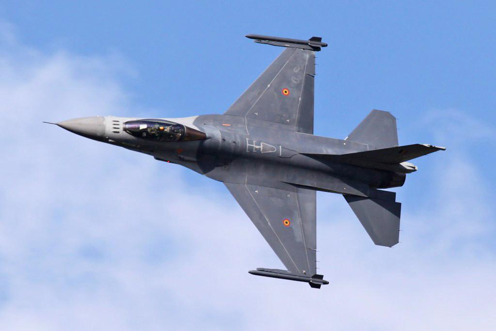 Solodisplay der Belgischen F-16.