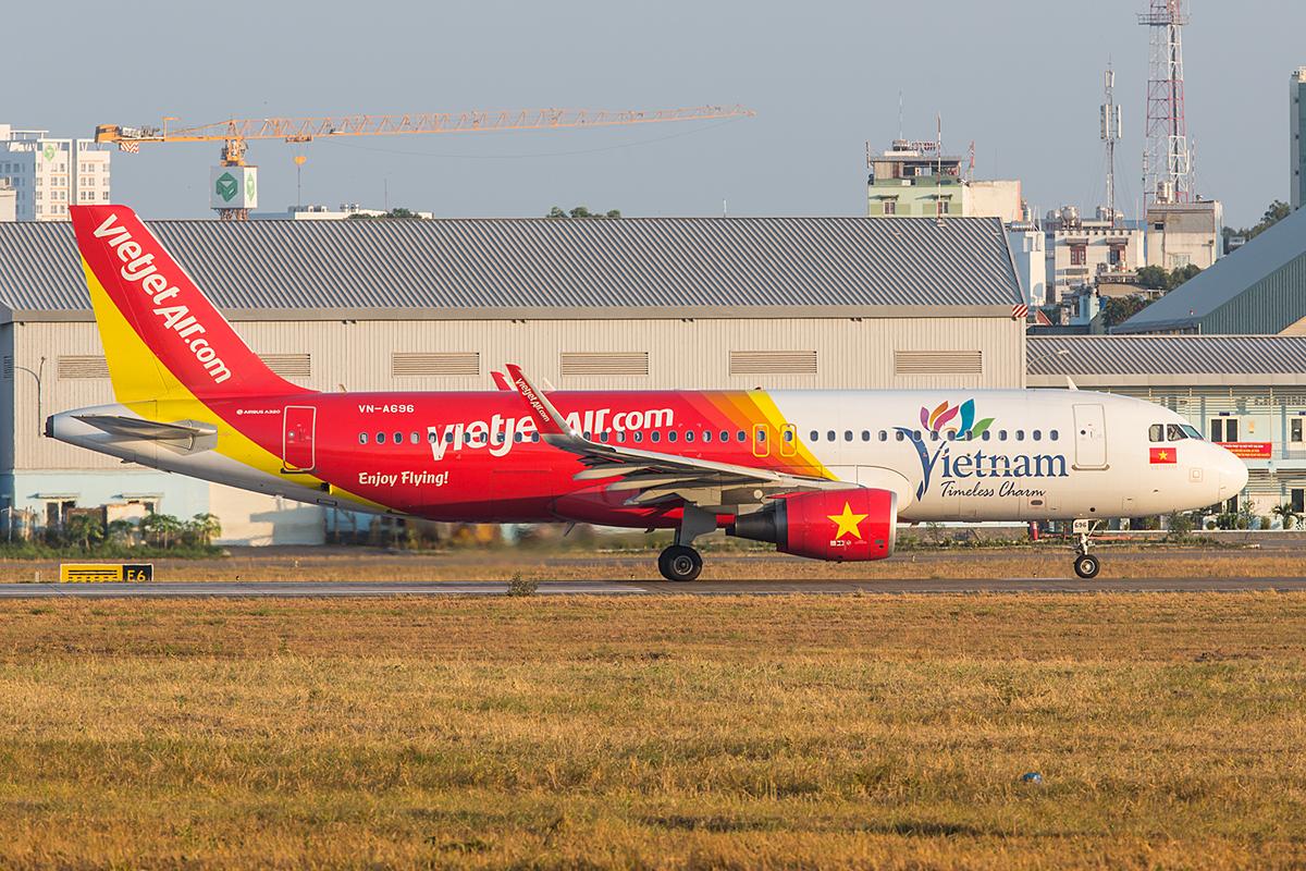 Einige A320 der Vietjet bewerben Vietnam als Reiseland.