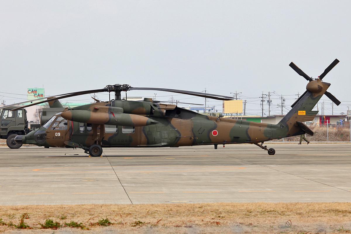 Eine Nummer größer macht auch bei den JGSDF der UH-60 Dienst.