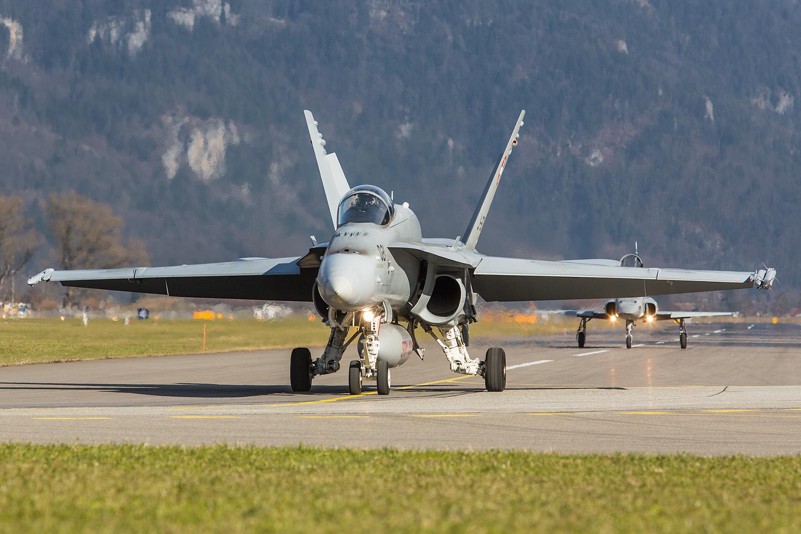 Die F-18 Hornet ist den Berufspiloten vorbehalten.