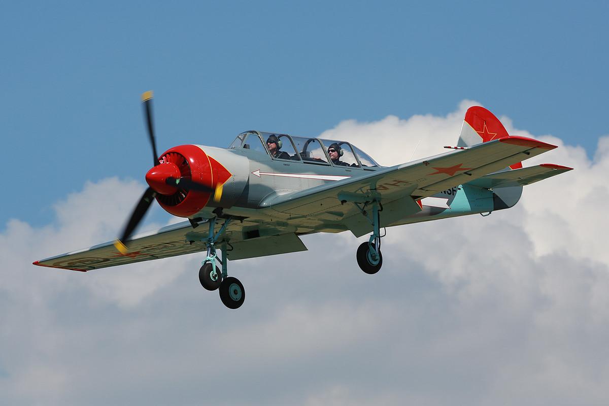 Einziges russisches Flugzeug war diese YAK-52.