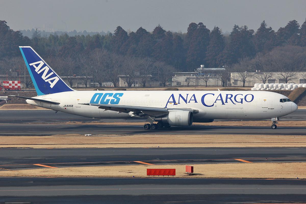 Boeing 767-300F von ANA