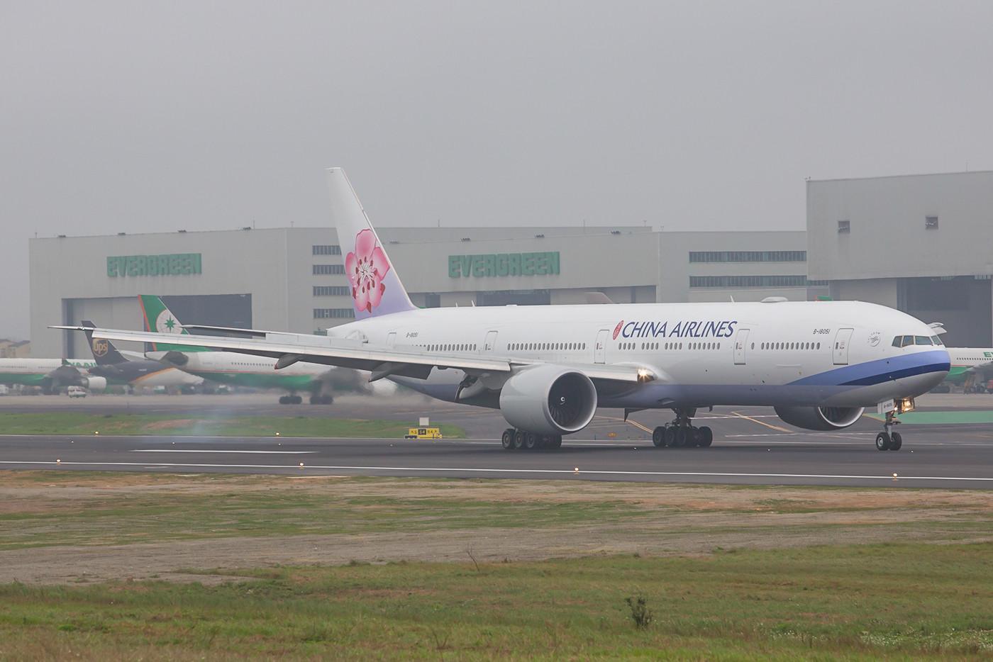 Auch China Airlines erneuert seine Flotte derzeit mit der langen Version der Boeing 777.