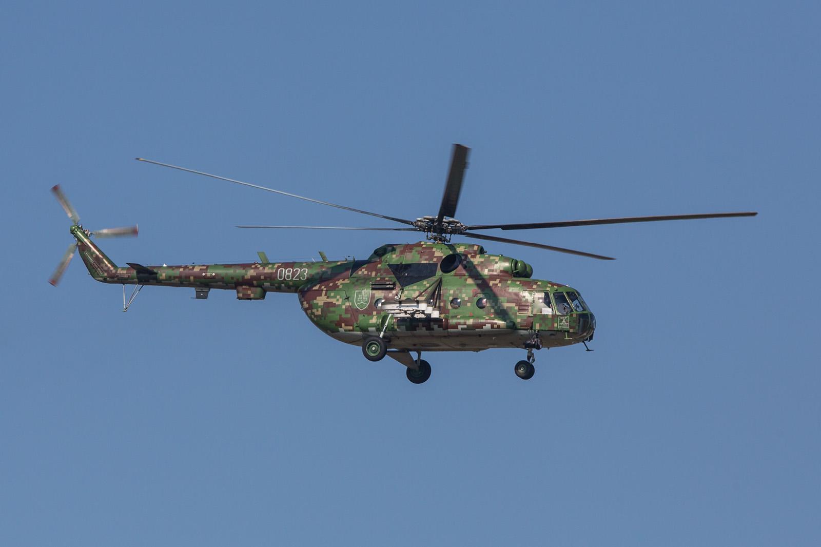 Mil Mi-17 aus der Slovakischen Republik, bei ihr ist der KO-50 noch vor dem rechten Tank angeordnet.