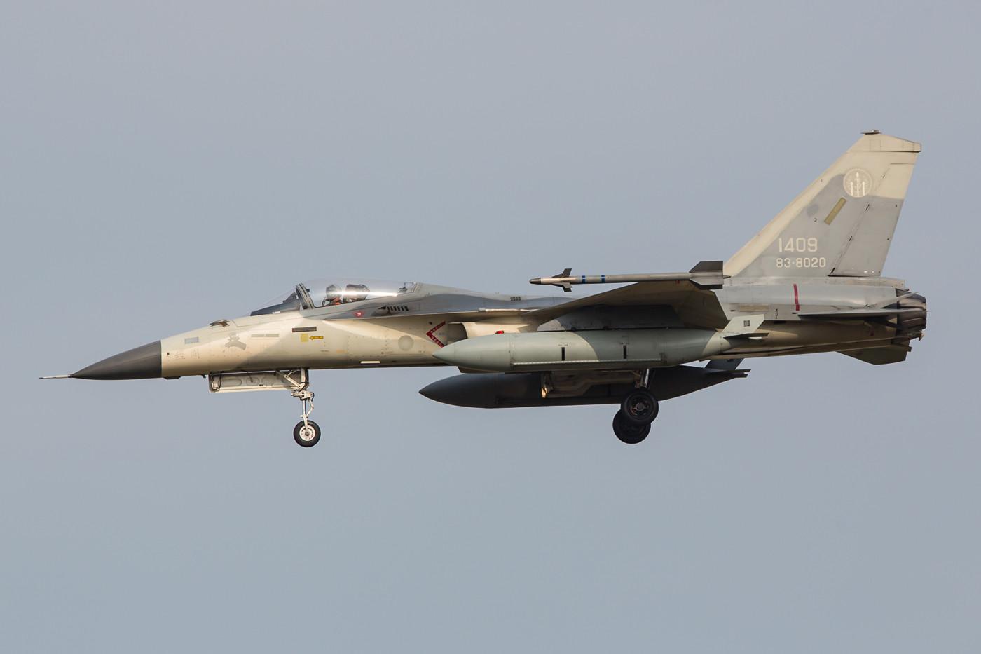 In rund zwei Stunden flogen am Nachmittag vierzehn Maschinen beider Staffeln ihr Training.