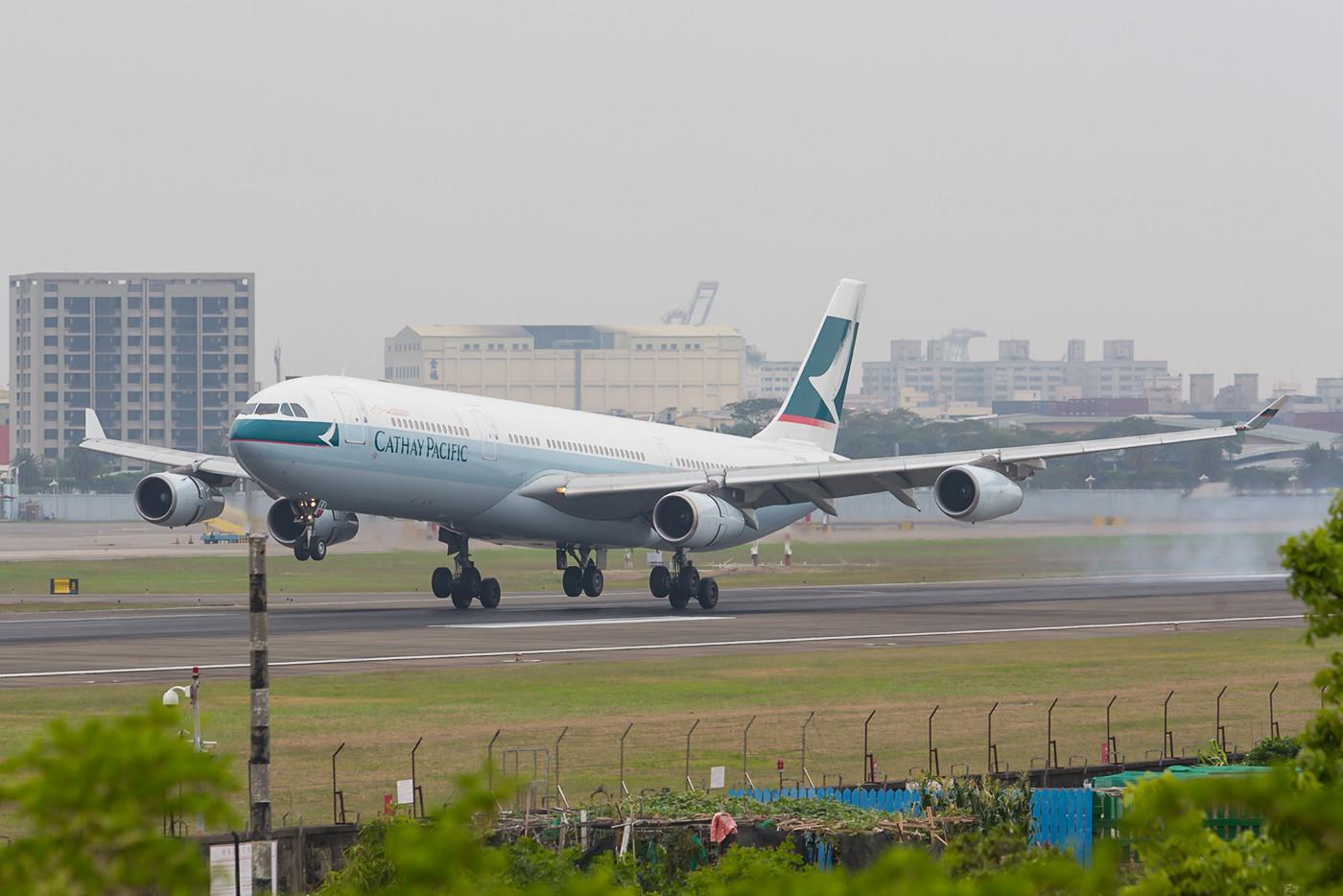 Eigentlich ist der A 340 nicht das typische Flugzeug für regionale Routen. Doch bei den in Asien typischen Passagierzahlen muß auch mal Großgerät für die Kurzstrecke herhalten.