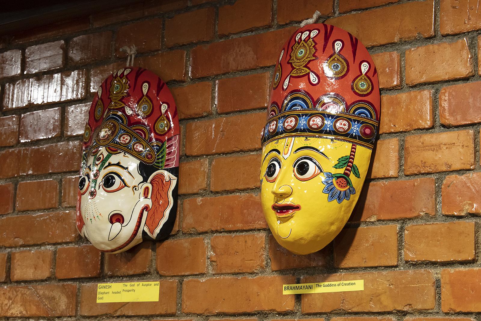 Hinduistische Götter in der VIP Lounge.