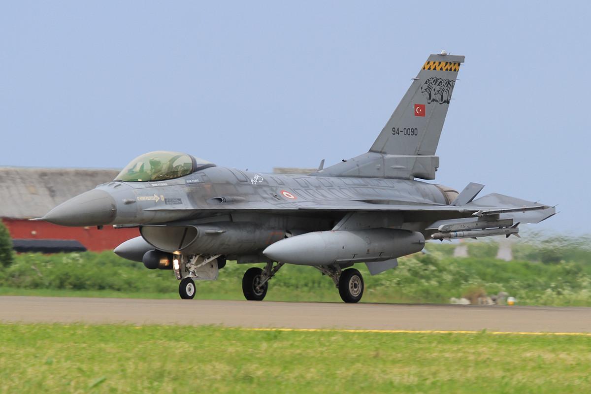 Eine der drei F-16 aus Balikesir