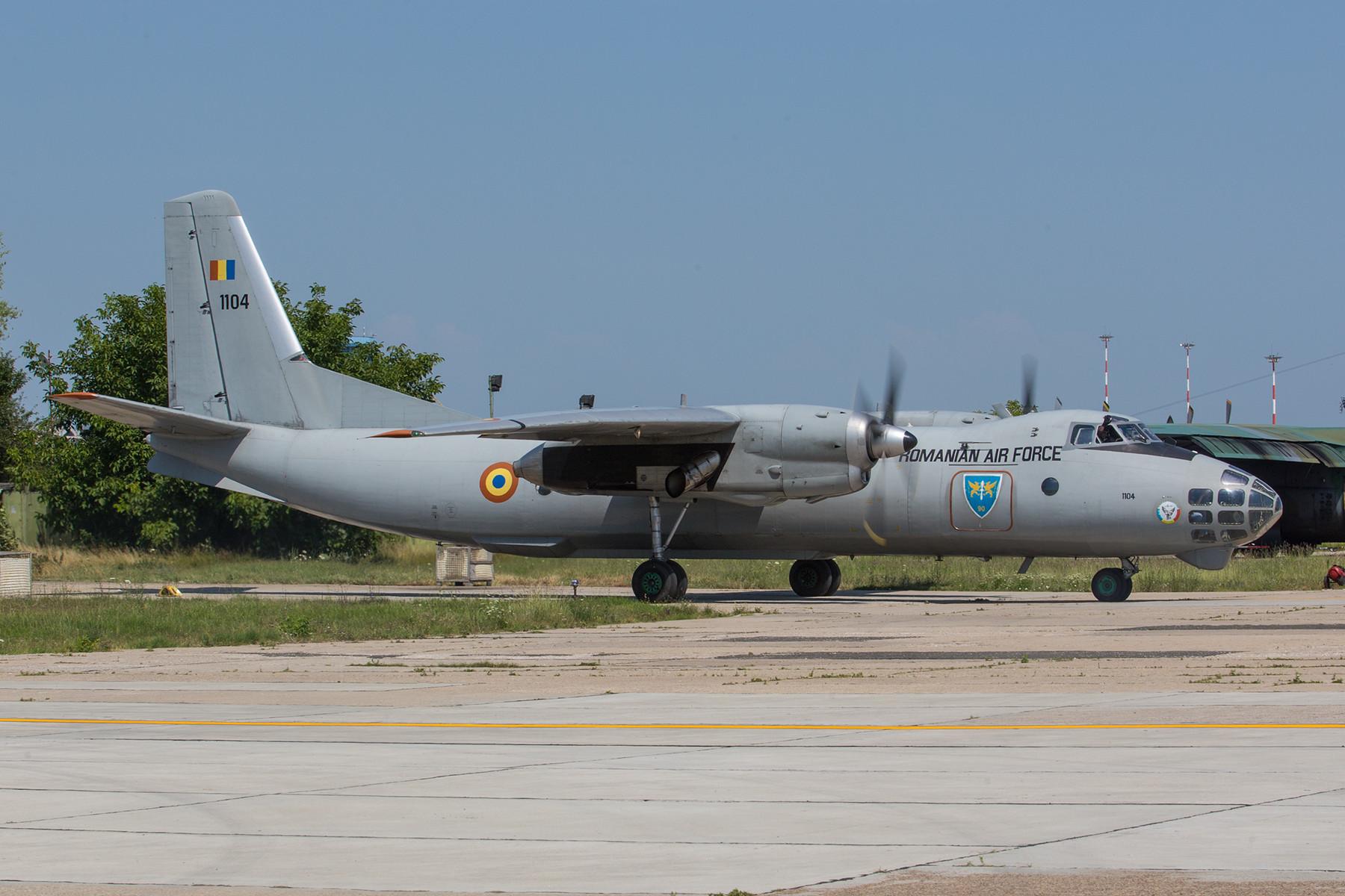 Die sehr seltene AN-30 machtsich auf den Weg zum Start.