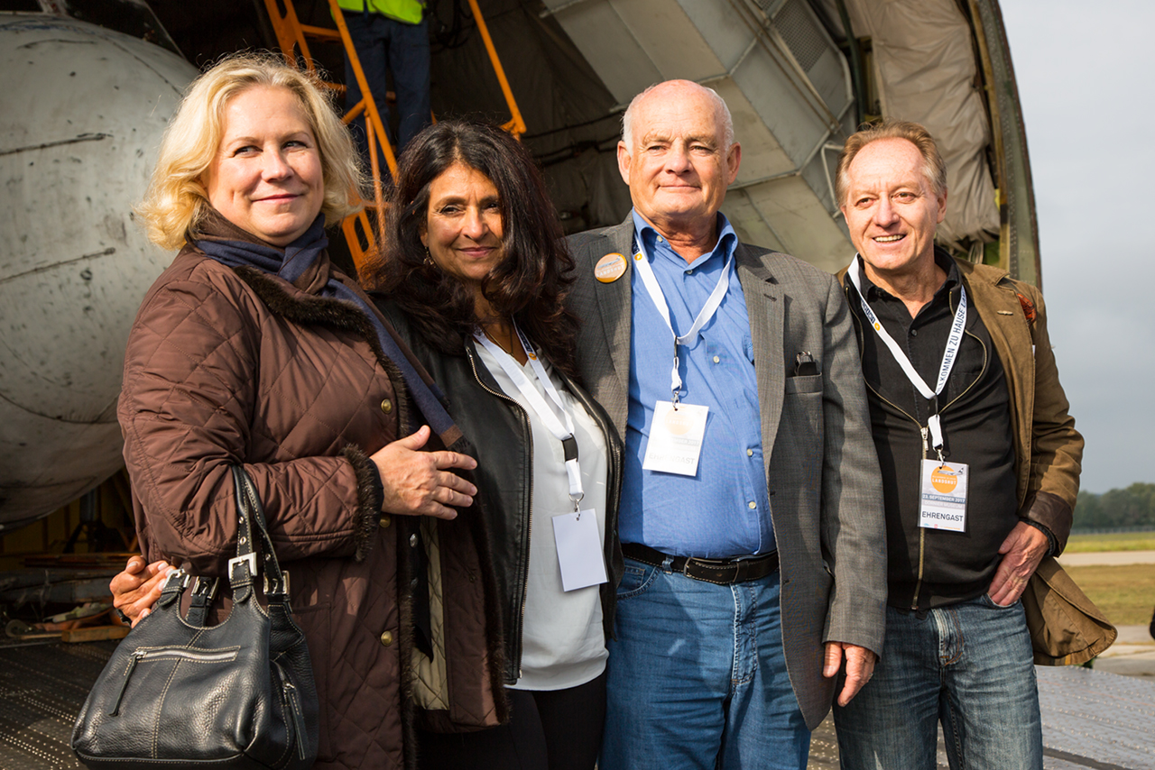 v.l.n.r.: Gabriele v. Lutzow (Stewardess), Diana Müll (Passagierin), Jürgen Vietor (Co-Pilot) und Aribert Martin (GSG9)