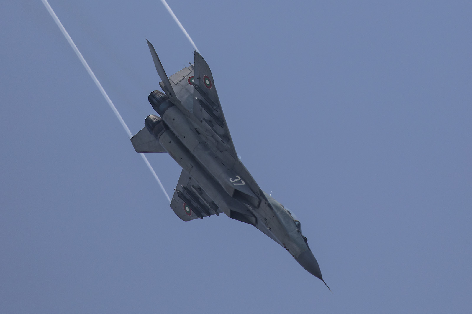 Die MiG im Kunstflug.