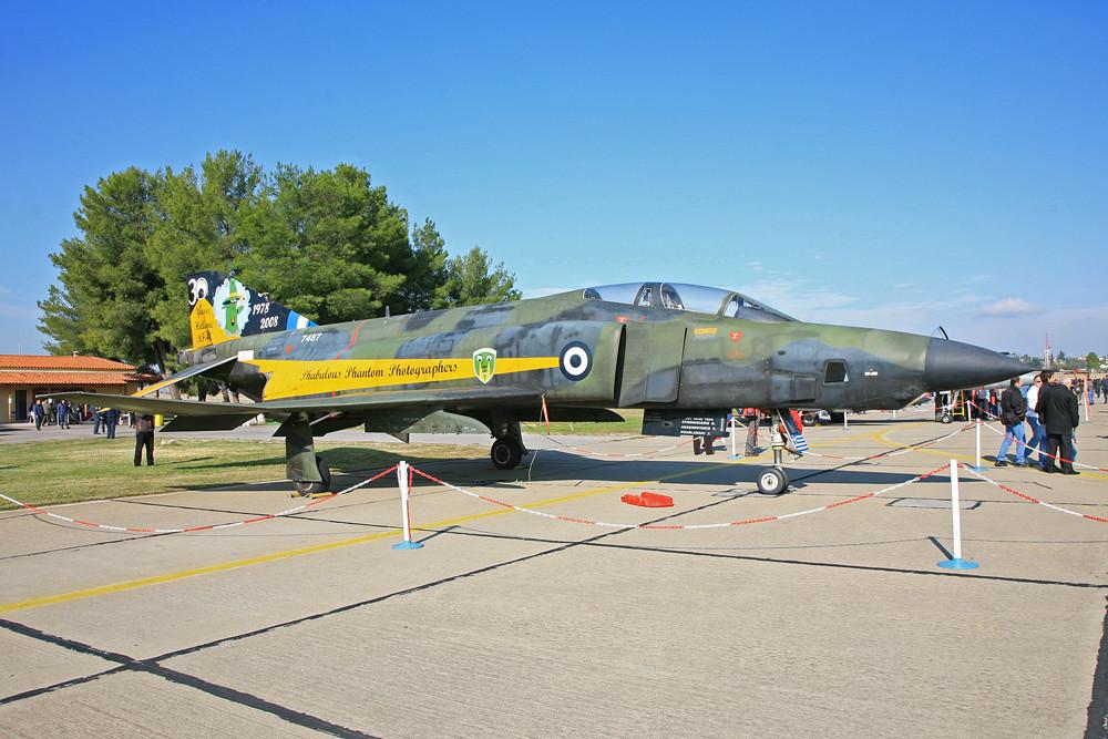 Eine sonderlackierte RF-4E Phantom gehört heute zur Basesammlung in Tanagra.