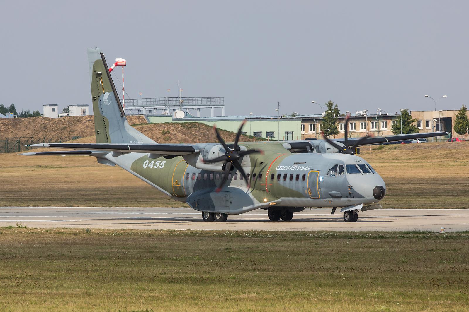 Support für die Übung durch eine CASA 295 aus Prag-Kbely.
