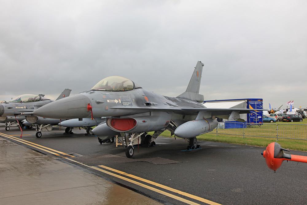 Ohne F-16 geht´s nicht, hier eine aus Belgien....