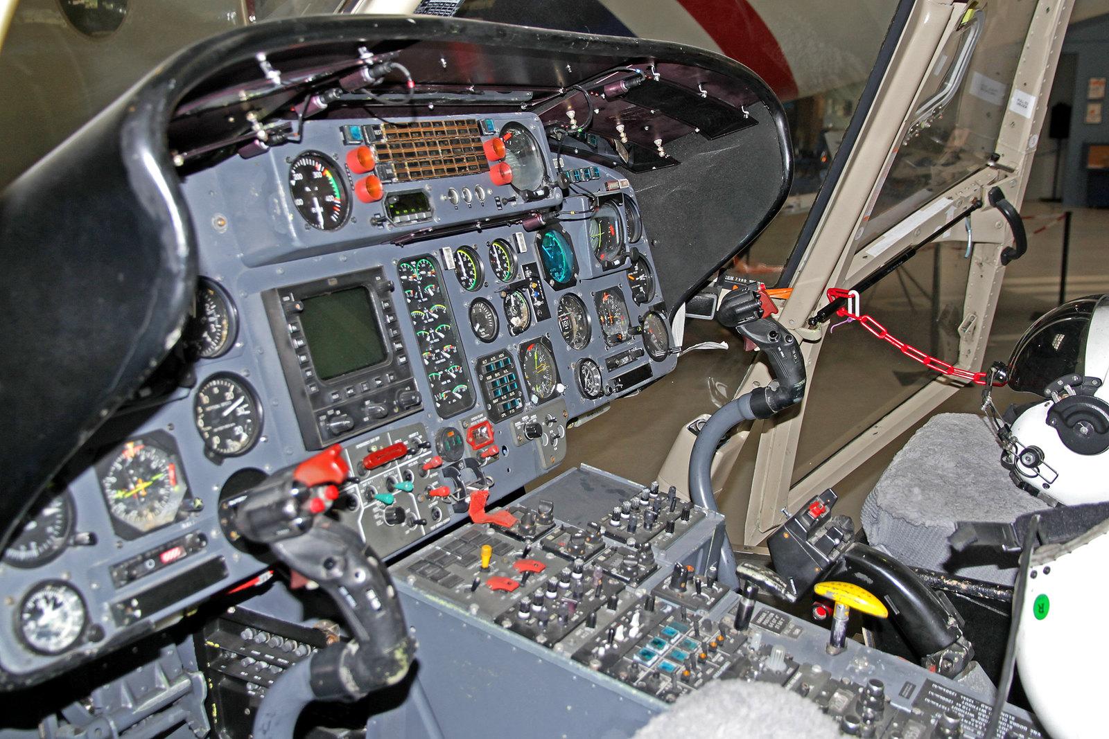 Cockpit der Landhelgisgæslan (Icelandic Coast Guard) Aerospatiale SA.365N Daupin 2 TF-SIF, AEY, 14. August 2020