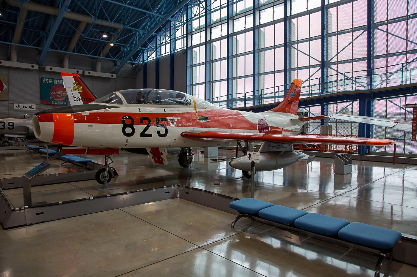 Der erste Strahltrainer der JASDF war die T-1, hier in den Farben der Ausbildungsstaffel in Ashiya.