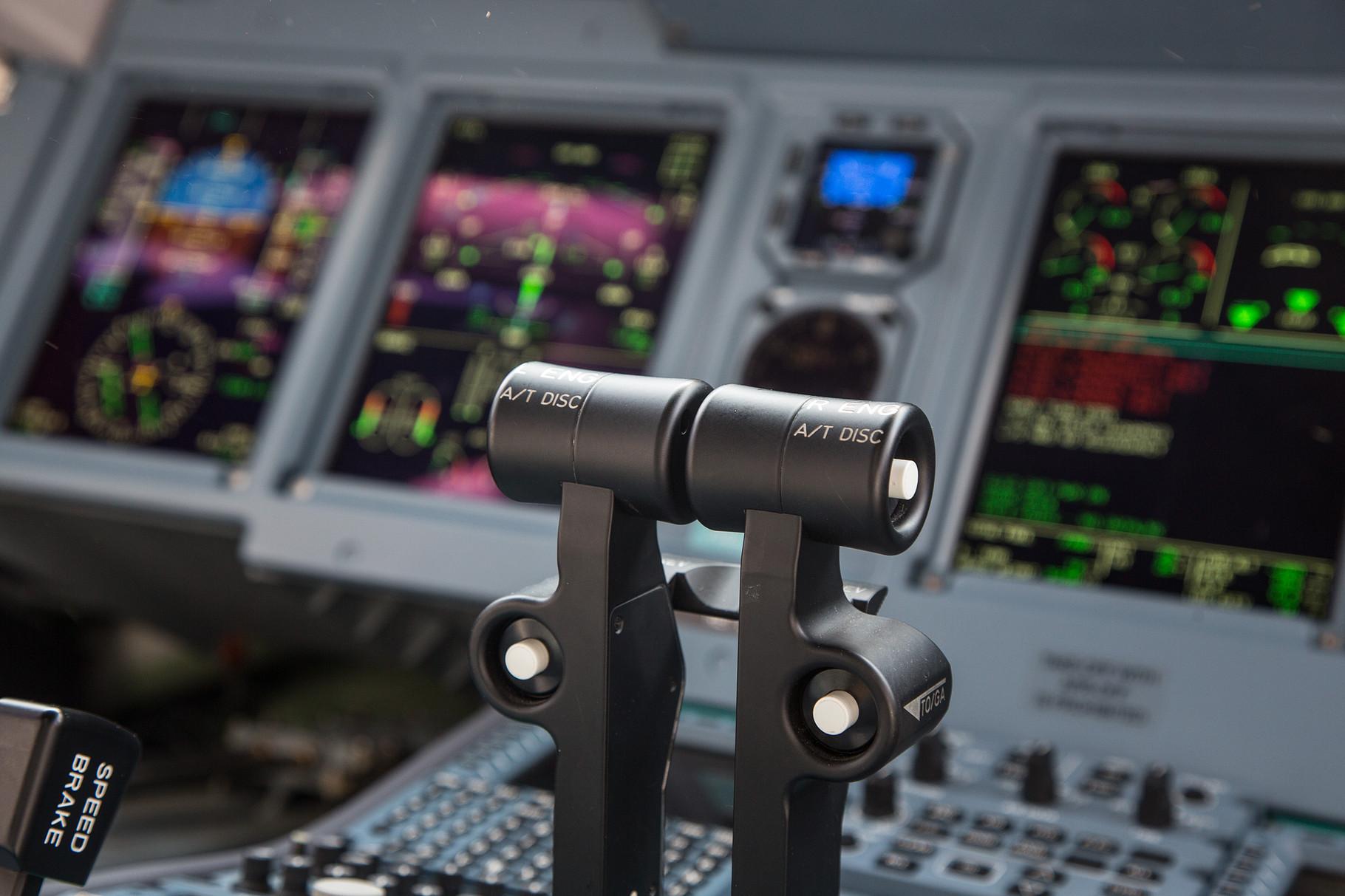 Die Schubhebel für die beiden PowerJet SaM 146.