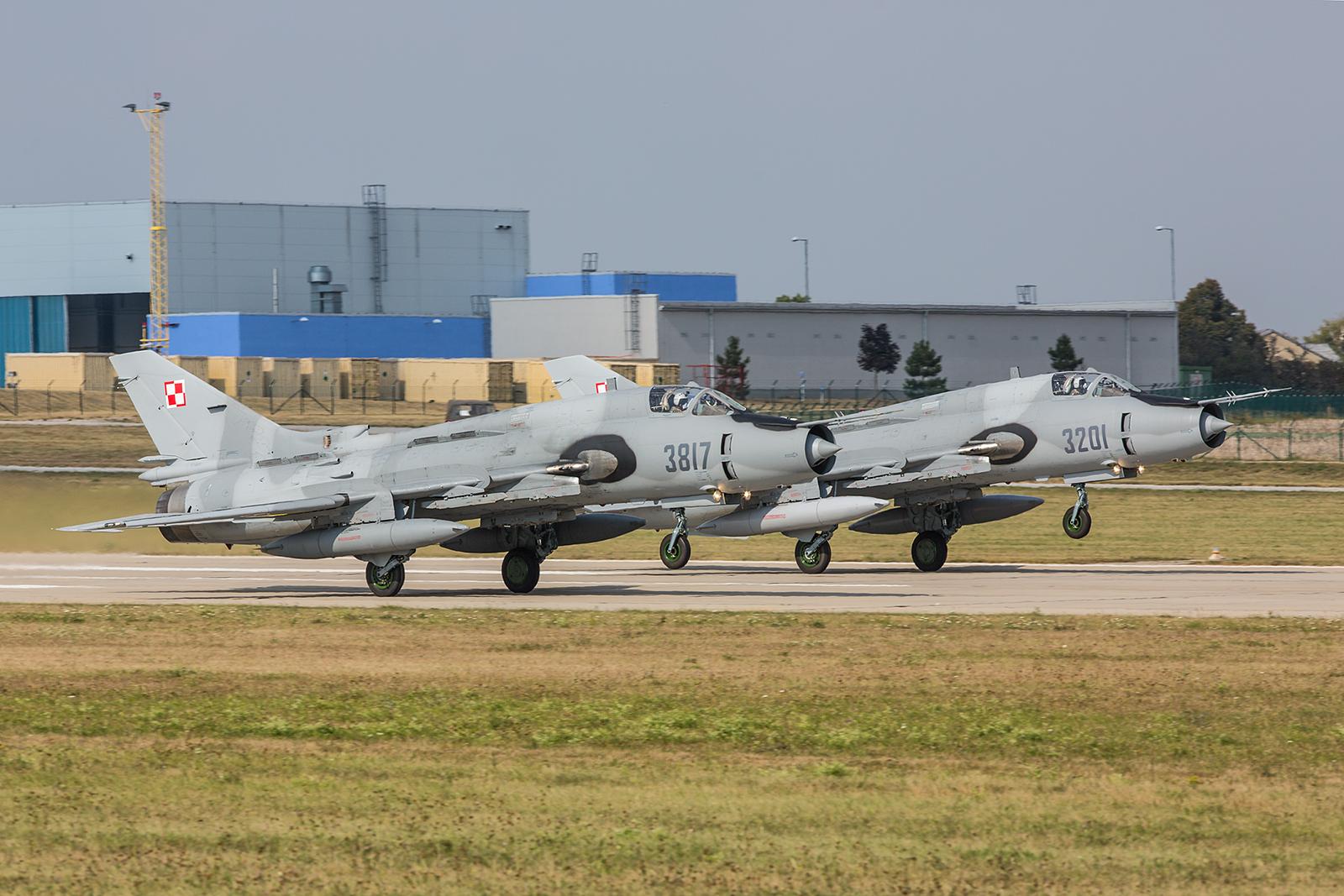 Zwei Su-22 aus Swidwin beim Start.