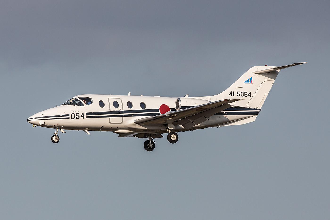 Zukünftige Transportflieger machen ihren Fortgeschrittenenkurs bei der 41 Kyoiku Hikotai in Miho.