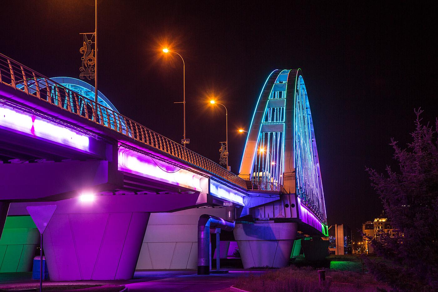 Südliche Bogenbrücke über den Fluß Ischim.