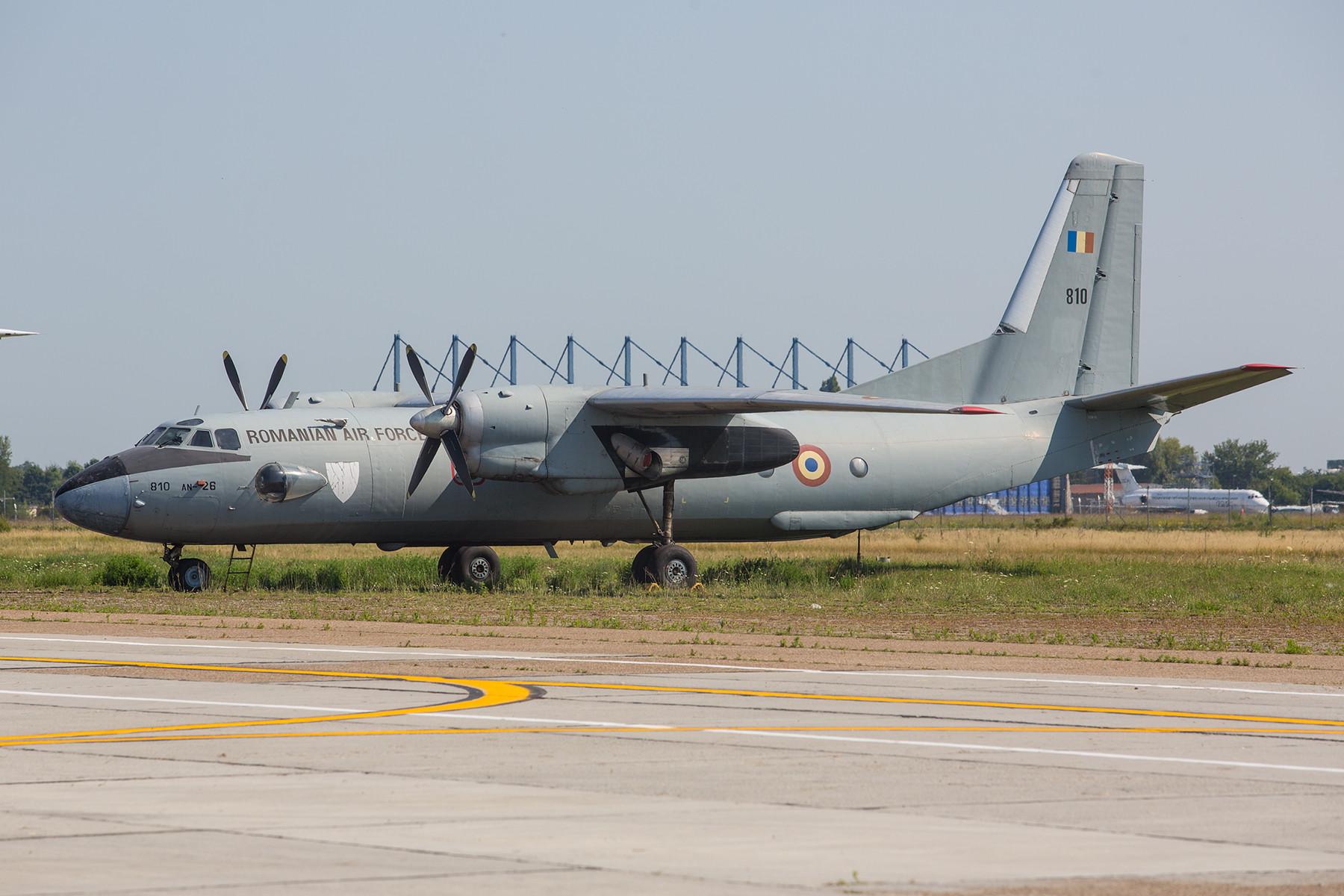 Die 810 ist eine der letzen noch vorhandenen AN-26 in Otopeni.