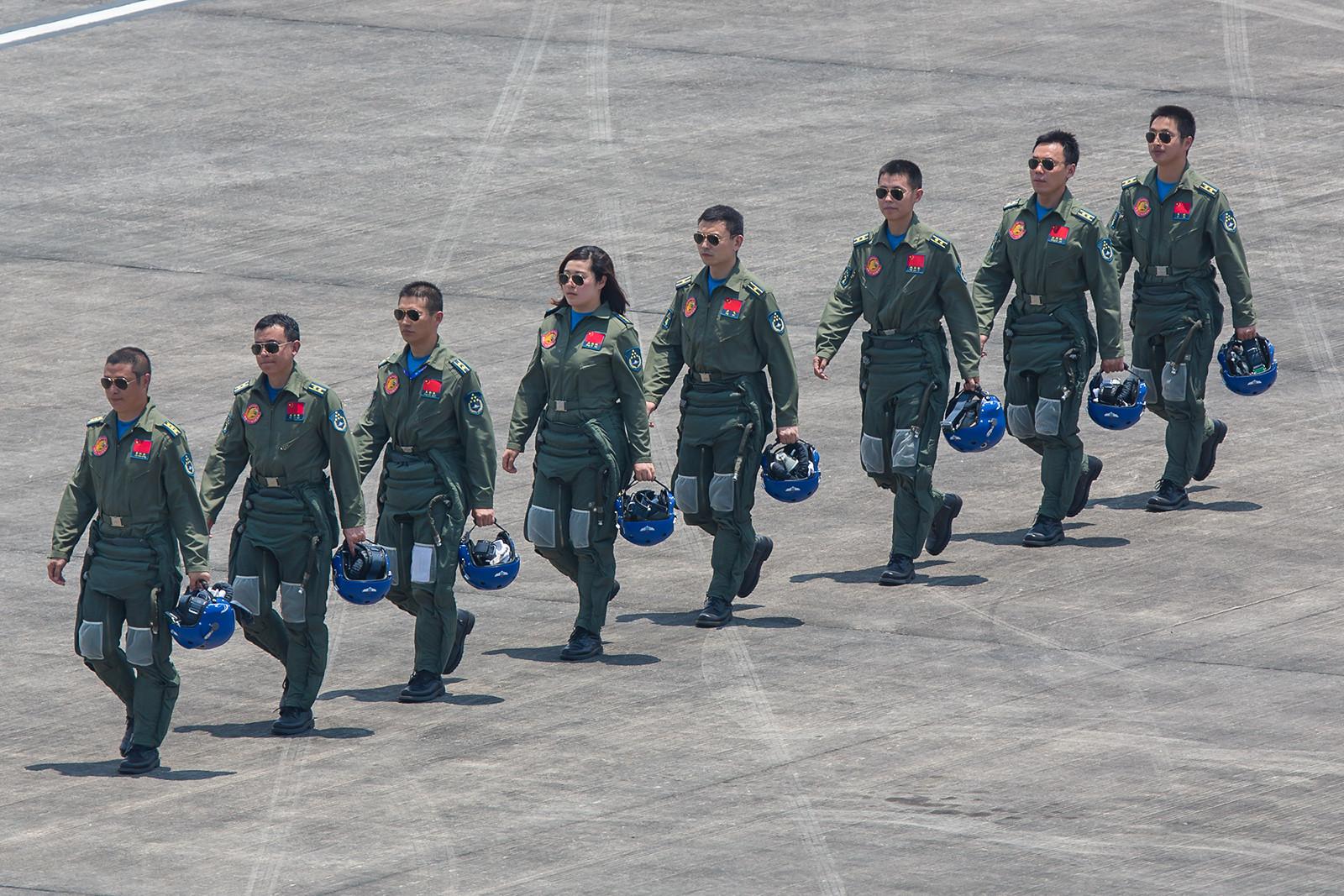 Abgang der Piloten, Nummer 1 ist ein Oberst.