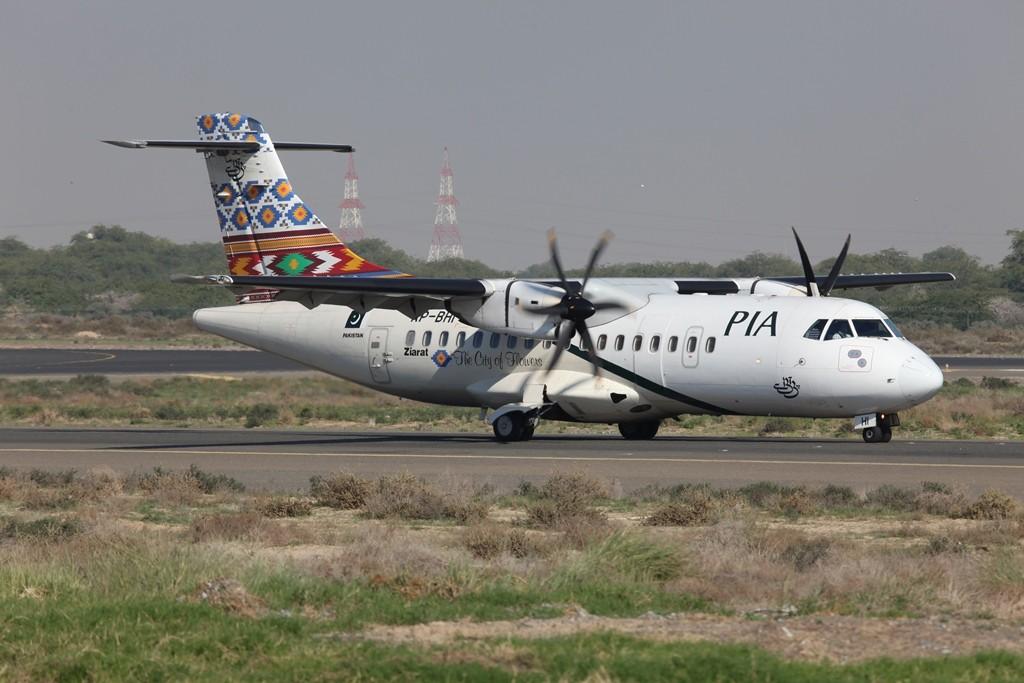 Aus Pakistan kommt die PIA mit der ATR 42, praktisch die einzige Chance sie ohne Schwierigkeiten zu fotografieren.