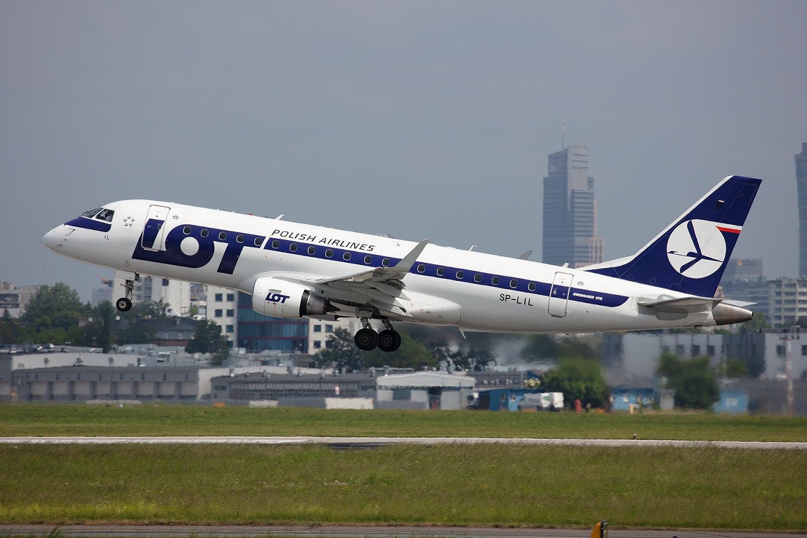 LOT betreibt für Europflüge mehrere Embraer Regional Jets.