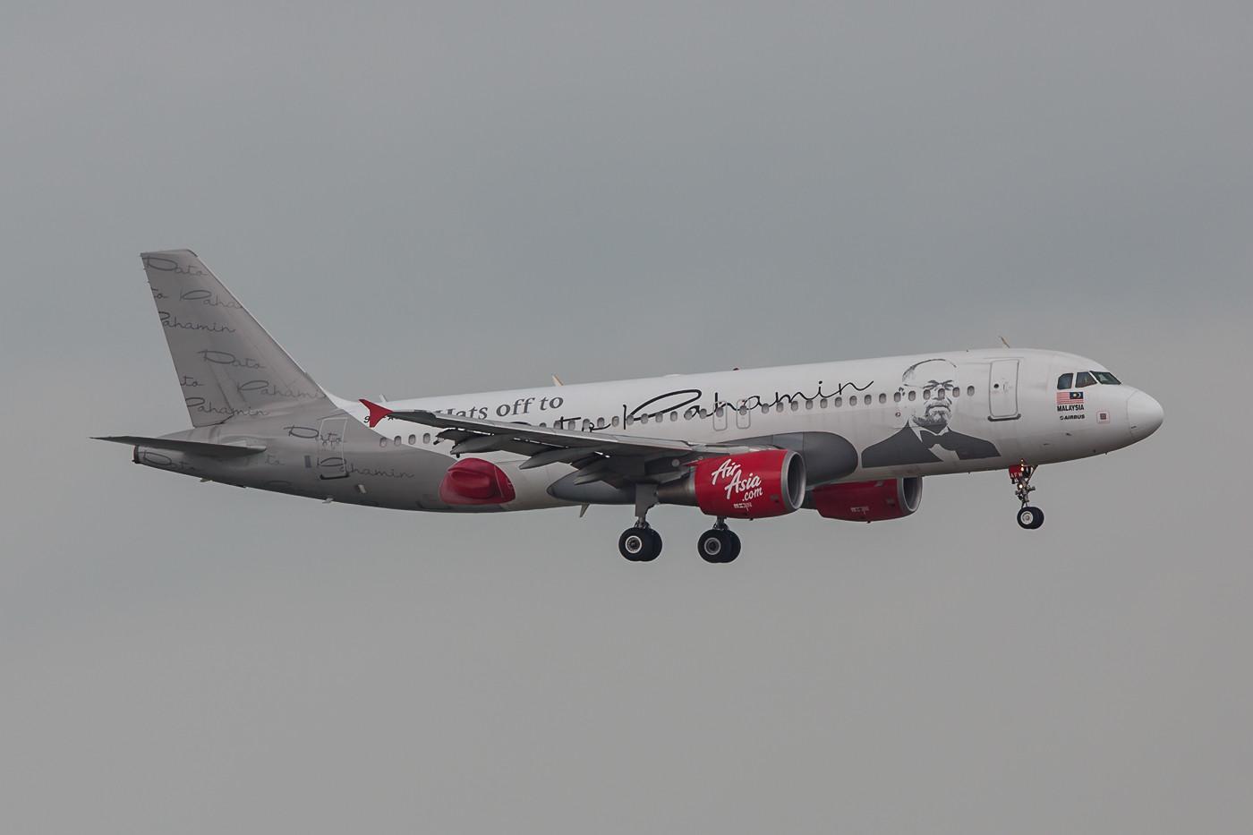 Air Asia hat einige ihrer Maschinen mit Sonderbemalungen versehen.