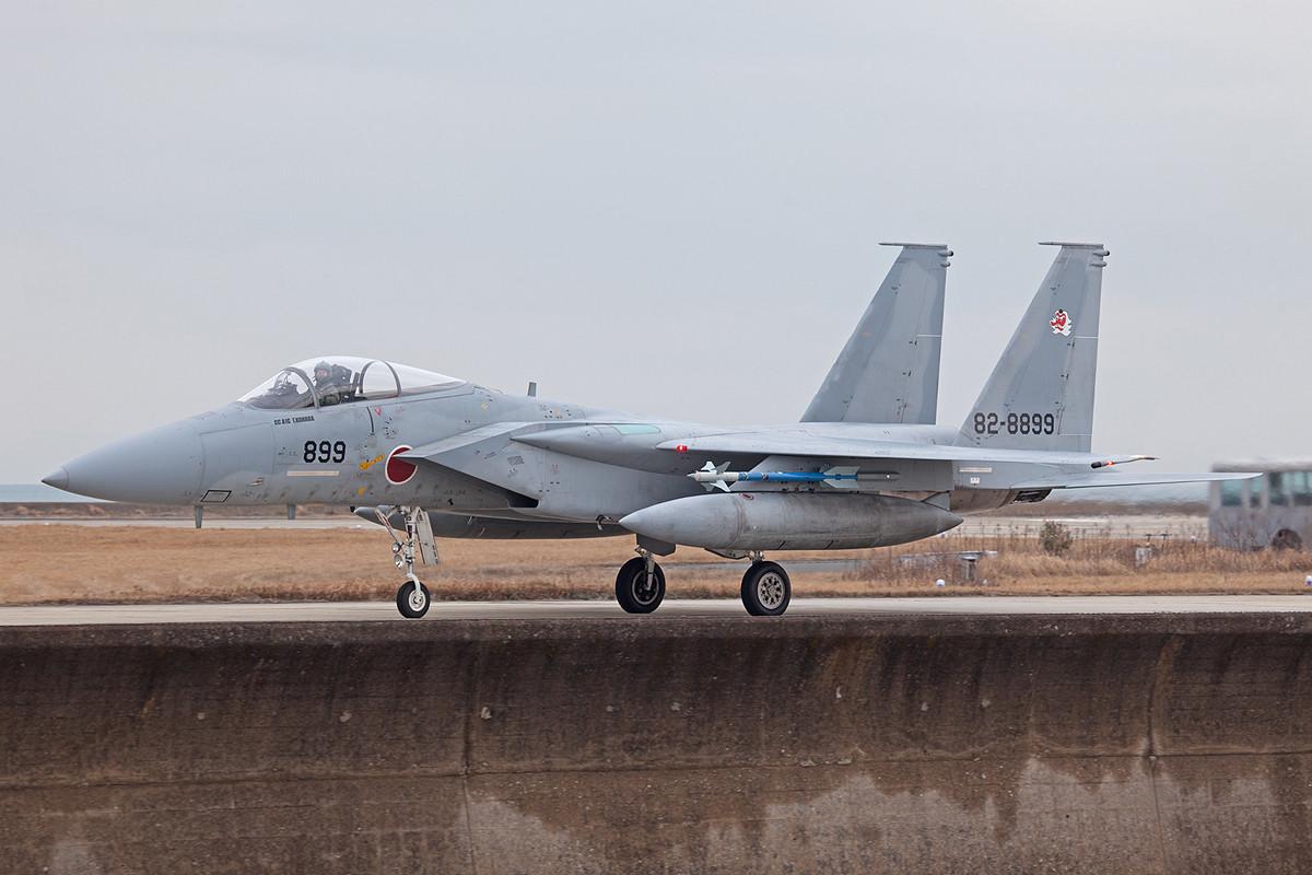 Nochmals ein paar Bilder von der Kaimauer, hier eine F-15J.