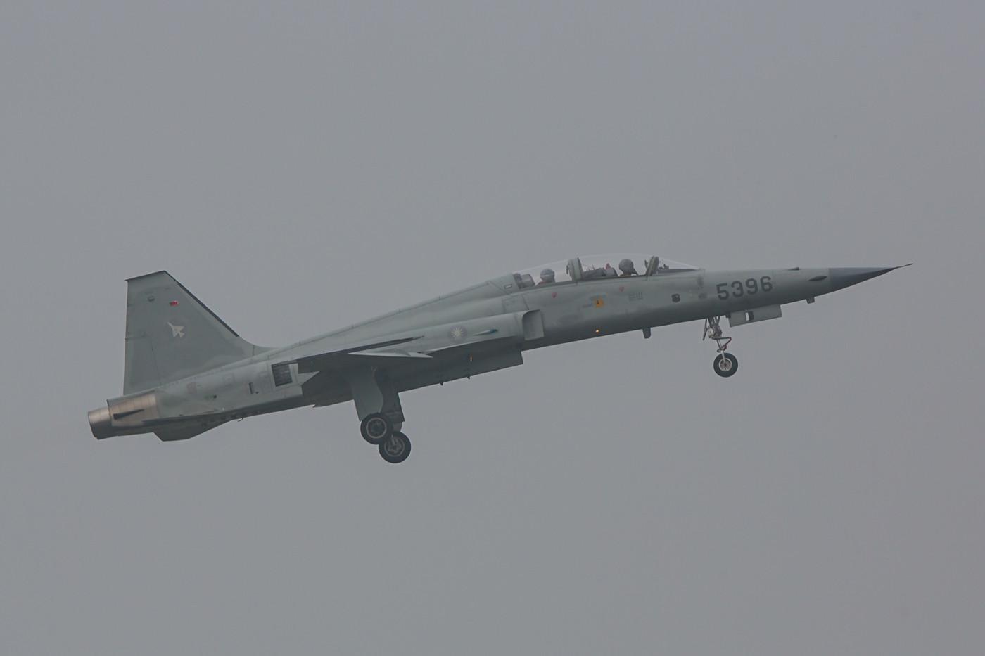 Nochmals eine F-5F im morgentlichen Dunst.